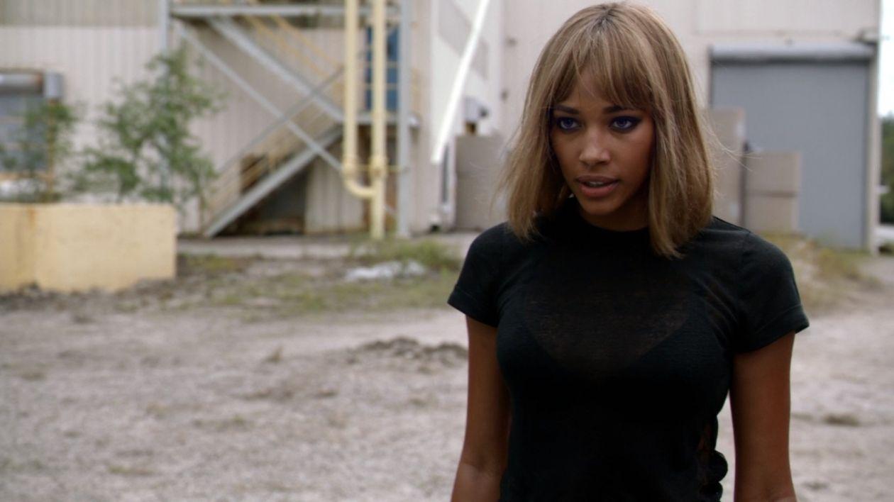 Kylie Bunbury   Under the Dome : THE QUEEN