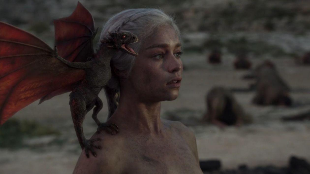 Emilia Clarke actress   Queen Daenerys Targaryen / Game of Thrones